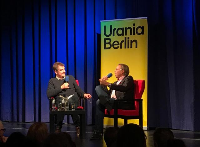 Jürgen Wiebicke und Harald Welzer / Bild: Nicolas Flessa (Urania Berlin)
